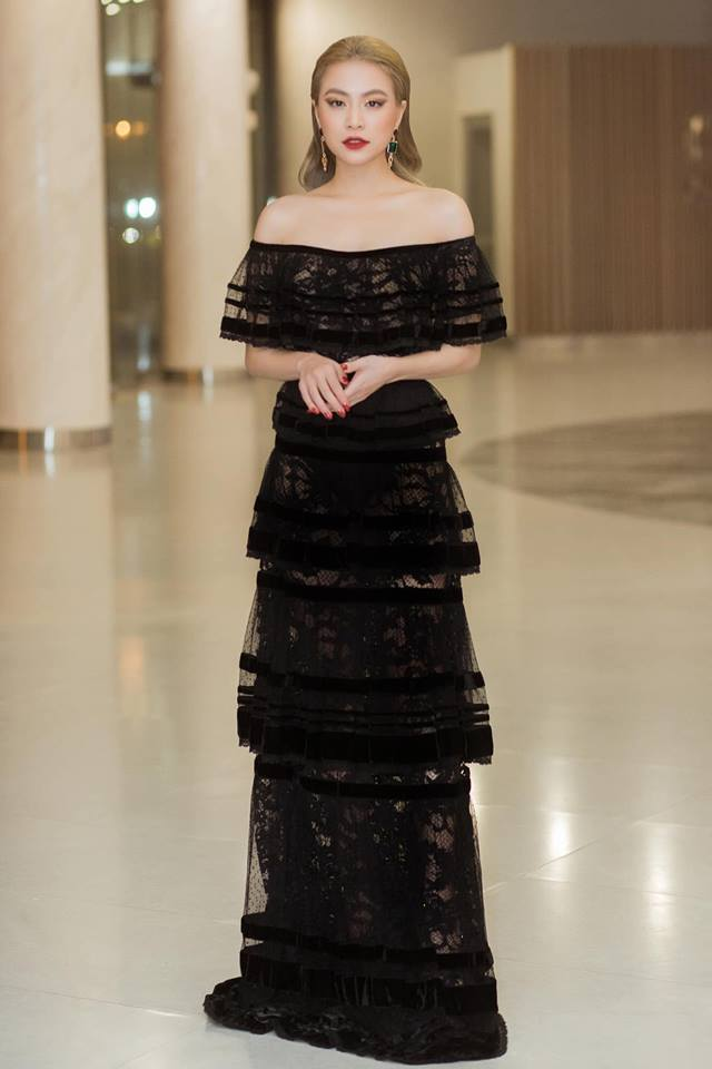 Những váy áo xuyên thấu của Hoàng Thùy Linh - 1