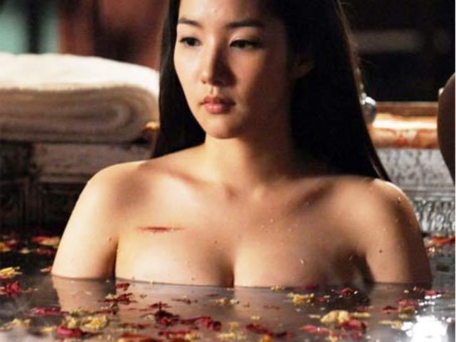 """7 """"siêu phẩm thẩm mỹ"""" Hàn Quốc khiến nhiều đàn ông nghi ngờ phụ nữ đẹp"""