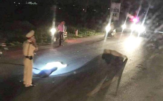 Bị người đi xe máy vi phạm tông, trung tá CSGT nguy kịch - 1