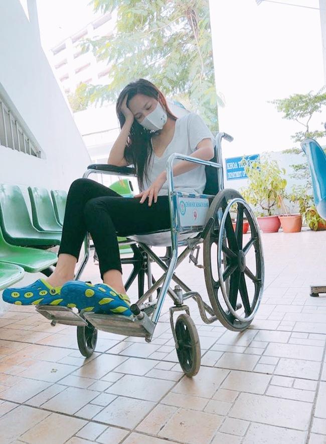 Giữa năm 2018, nữ diễn viên phải mất 6 tháng vật lý trị liệu sau một tai nạn nhỏ khiến dây thần kinh bị ảnh hưởng, chân bị liệt.