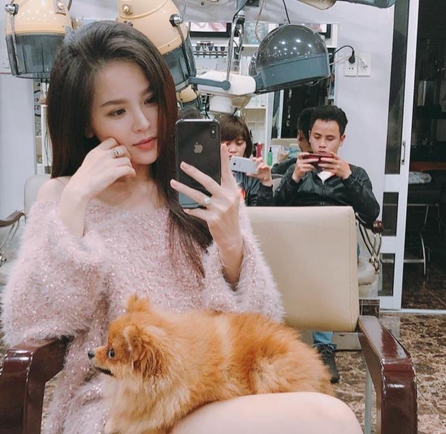 Dù trên phim hay ngoài đời, Phi Huyền Trang đều gây ồn ào với hình ảnh sexy, táo bạo.