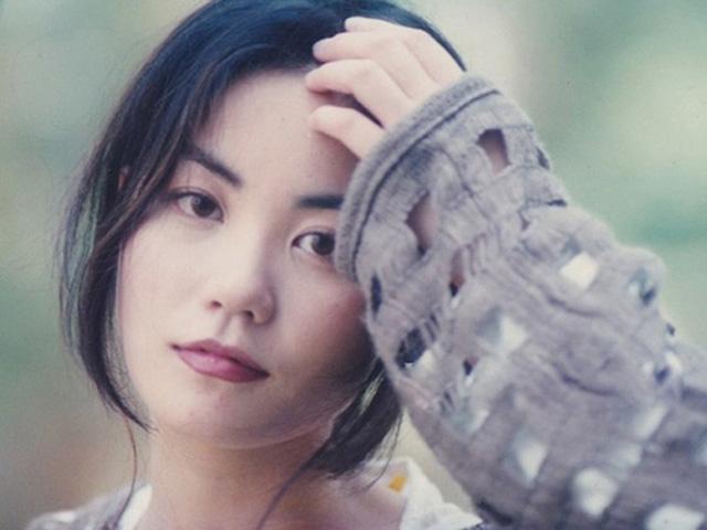 """Vợ cũ """"Lệnh Hồ Xung"""" quyến rũ ma mị, làm gì khiến trai đẹp Tạ Đình Phong mê mệt?"""
