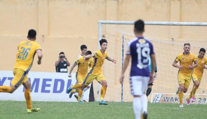 """Thanh Hóa - Hà Nội: Thẻ đỏ, siêu phẩm """"mở khóa"""" & 5 bàn siêu sốc - 1"""