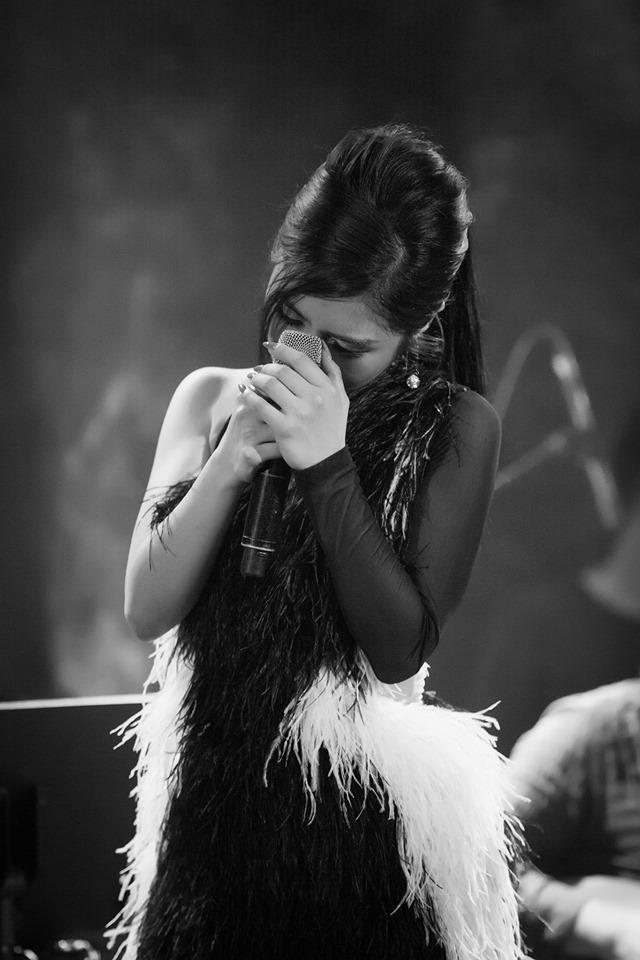 Hương Tràm bật khóc trong show diễn cuối cùng trước khi tạm dừng sự nghiệp - 1
