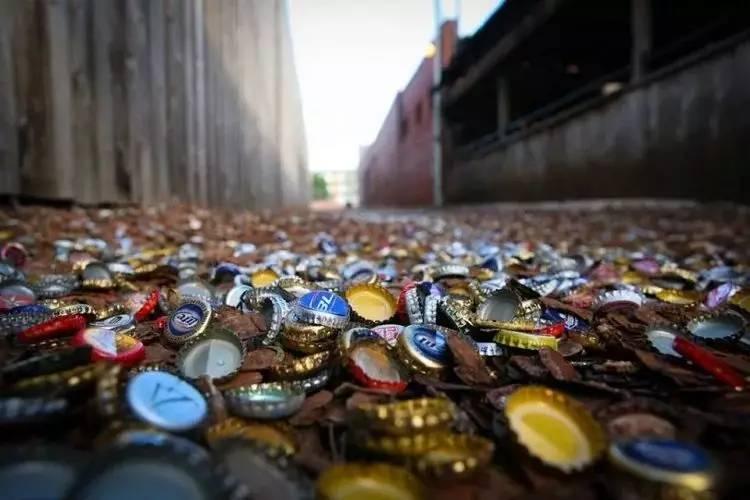 """Con hẻm nắp chai độc lạ khiến nhiều người đổ xô đến xem, doanh nghiệp thì xem nó là """"mỏ vàng"""" - 1"""