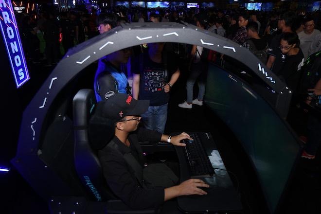 """Cận cảnh chiếc ghế Predator Thronos - """"ngai vàng"""" cho game thủ, giá 10.000 USD - 1"""