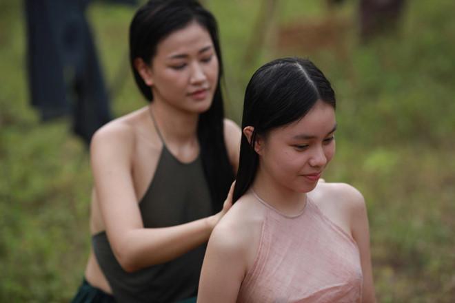 Ồn ào chuyện mặc áo yếm không phòng hộ mới trên màn ảnh Việt - 1