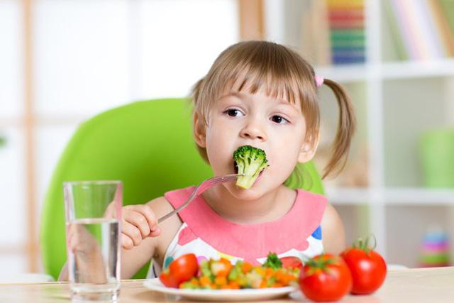 """Cách ăn uống giúp trẻ """"miễn dịch"""" với các bệnh mùa hè - 1"""