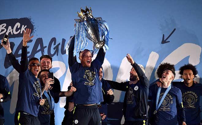 """Man City vô địch Ngoại hạng Anh: Nhuộm xanh """"thành Man"""", Pep vượt Mourinho - 1"""