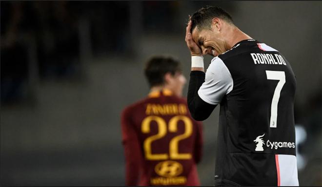 """Ronaldo đen đủi: Mất vua phá lưới, cà khịa đối thủ, lại bị mỹ nhân """"chọc tức"""" - 1"""