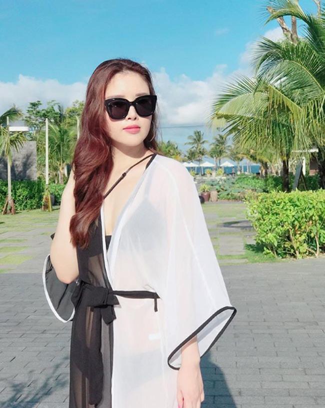 Ngoài ra, em gái Mai Phương Thúy còn sở hữu một thân hình gọn gàng, khá nuột nà.