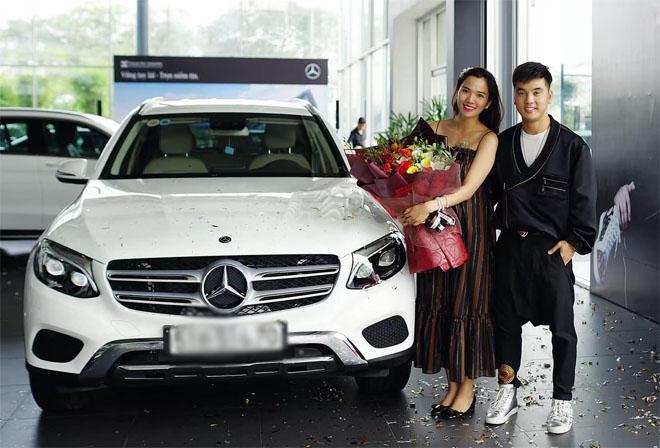 Ưng Hoàng Phúc mua xe sang 2 tỷ tặng vợ bầu - 1