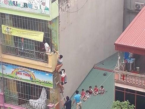 """""""Chưa đến mức phải đưa trẻ thoát hiểm bằng thang băng qua mái nhà sau vụ cháy"""" - 1"""