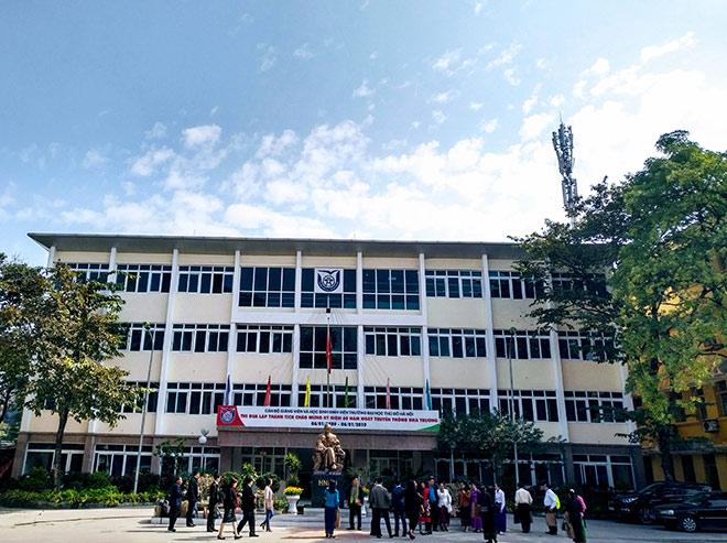 Sinh viên ĐH Thủ đô Hà Nội tham gia chương trình đào tạo đại trà và định hướng nghề nghiệp - 1