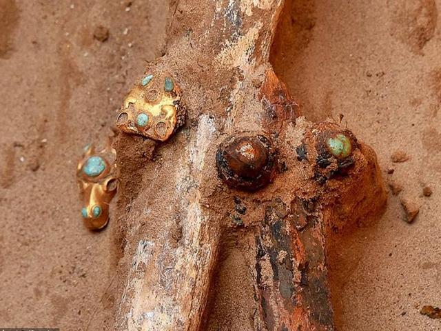 Phát hiện kho báu và bộ xương quý tộc 2.000 năm tuổi ở Nga