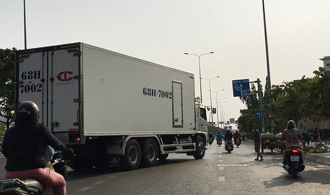 Điều tra: Xe tải tung hoành vào giờ cấm trước chốt CSGT - 1