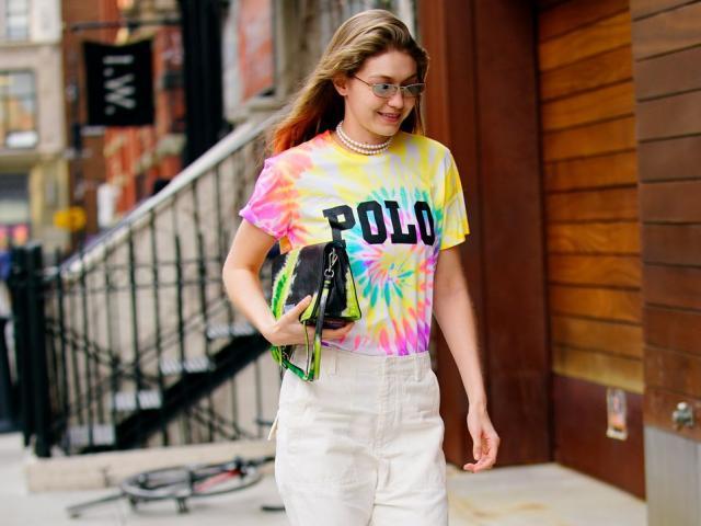 Xu hướng trang phục màu loang hot trên đường phố