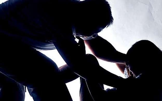 Mỹ: Bị bắt quả tang cưỡng hiếp phụ nữ ngay trong đồn cảnh sát - 1