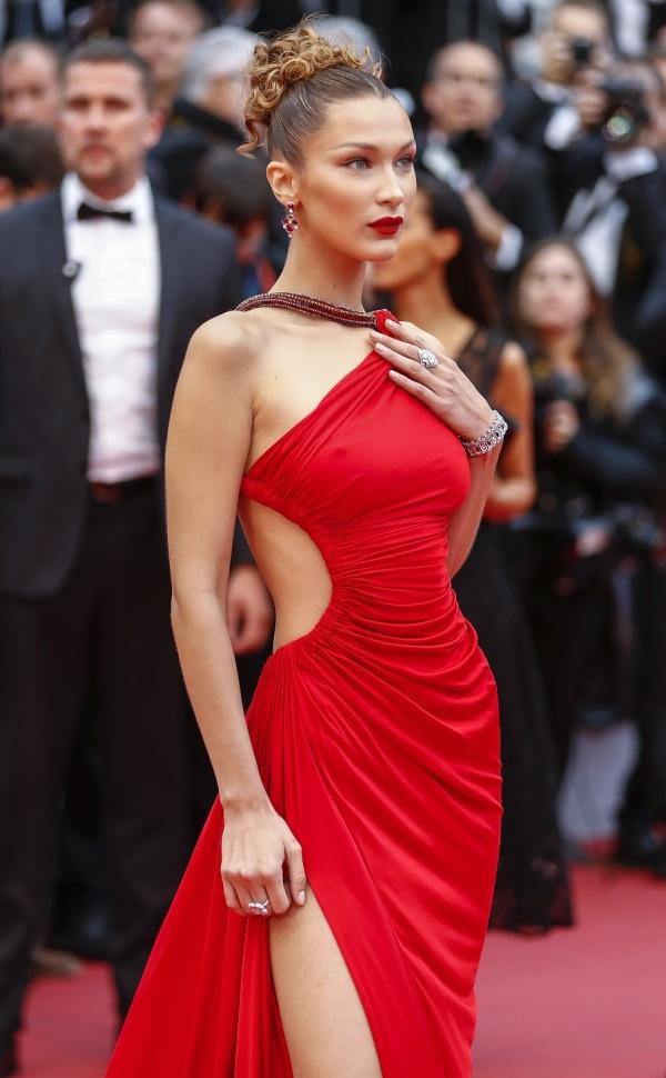 Cannes ngày 4: Hàng loạt nữ hoàng thảm đỏ khoe dáng táo bạo - 1