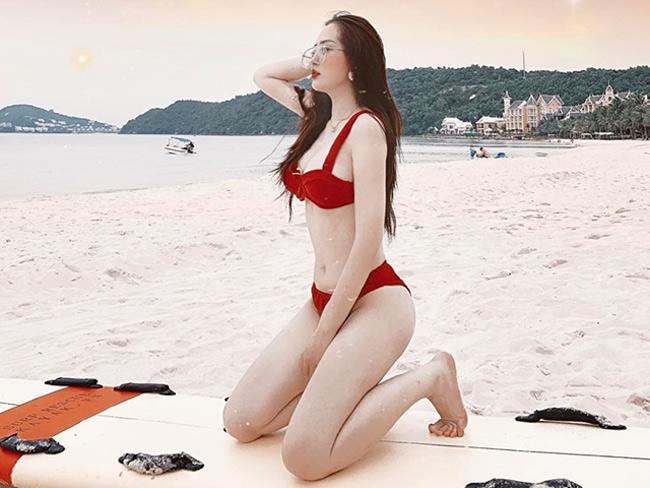 Hè về, Dư Hàng My lại có dịp khoe vóc dáng đẹp với bikini.