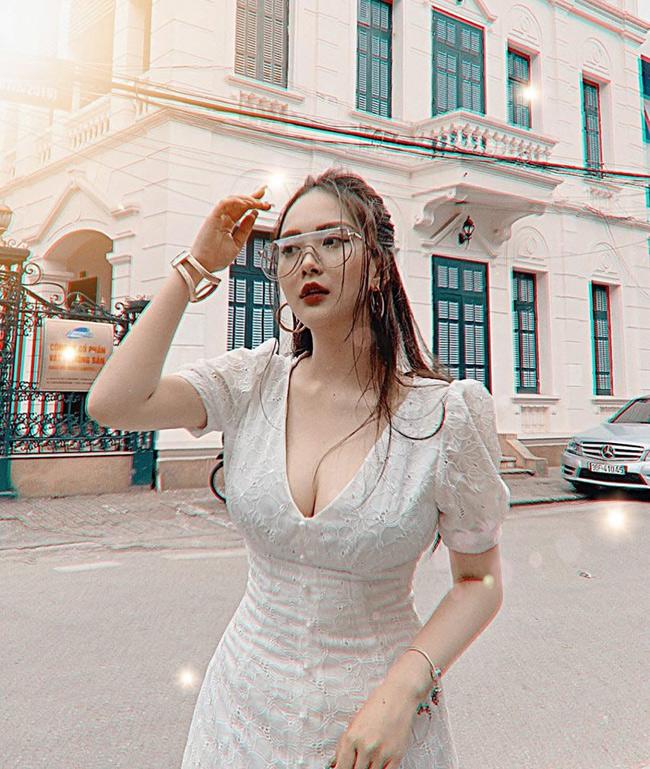 Ngắm cô trong loạt ảnh đời thường, khó có thể nhận ra cô nàng chưa cao đến 1m60.