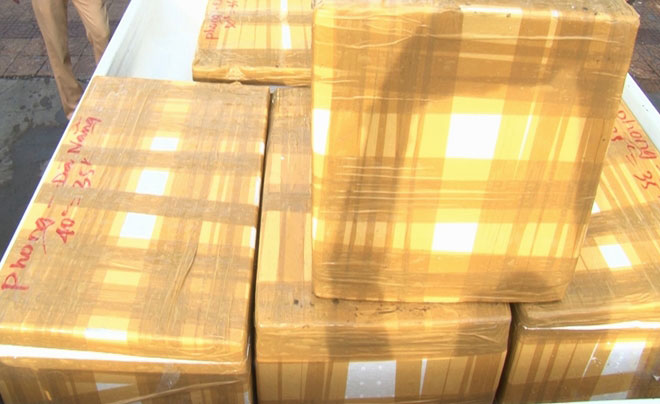 Xe khách vận chuyển 300 kg tôm bơm tạp chất - 1