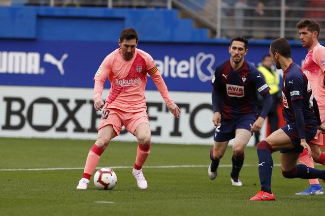 Eibar - Barcelona: Messi rực rỡ cú đúp, rượt đuổi 4 bàn siêu kịch tính - 1