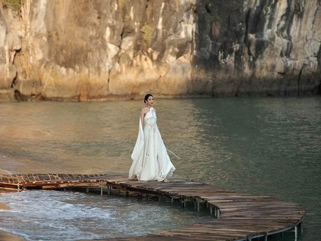 Hơi thở mùa hè phóng khoáng trong hành trình thời trang trên đảo hoang