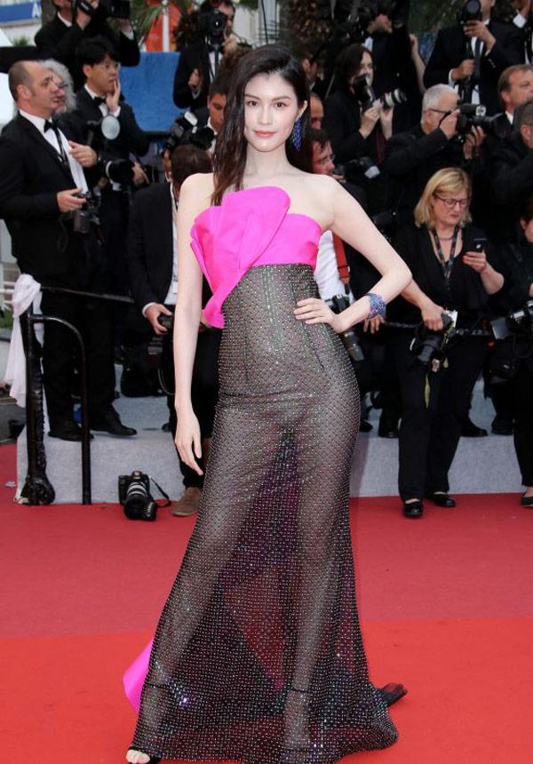 """Thiên thần số 1 châu Á mặc như """"bán khỏa thân"""" trên thảm đỏ Cannes là ai? - 1"""