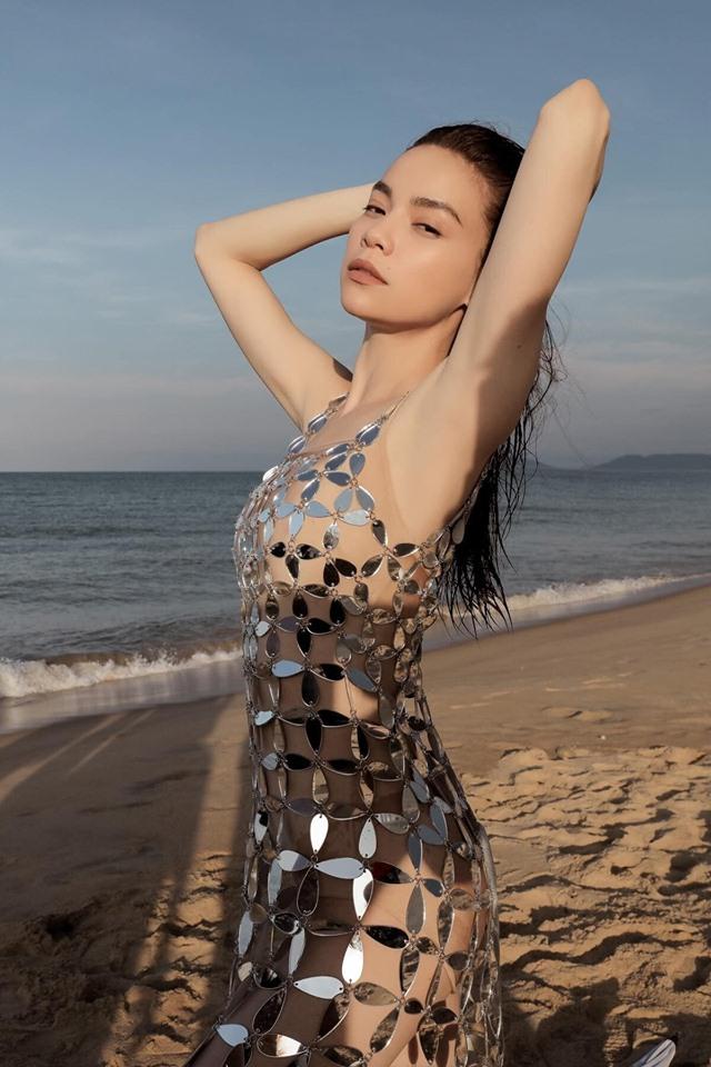 """NTK bức xúc vì váy kim loại xuyên thấu của Hồ Ngọc Hà bị """"nhái"""" - 1"""