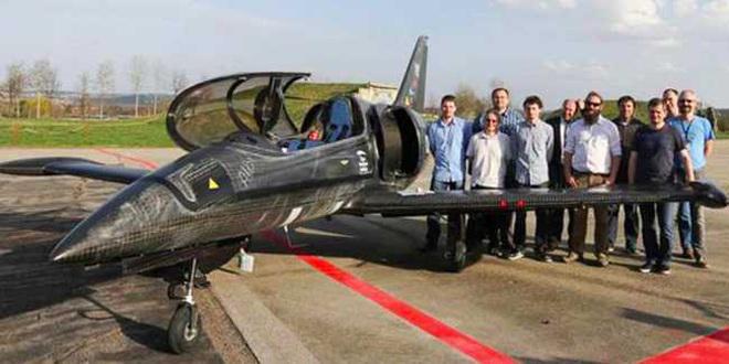 Độc đáo: Máy bay UL-39 Albi sử dụng động cơ từ siêu phẩm BMW S1000RR - 1