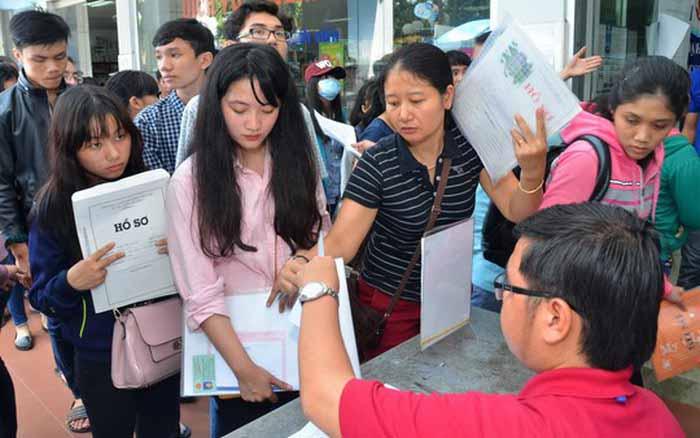Thí sinh đăng ký xét tuyển vào ĐH Kinh tế Quôc dân tăng kỷ lục - 1
