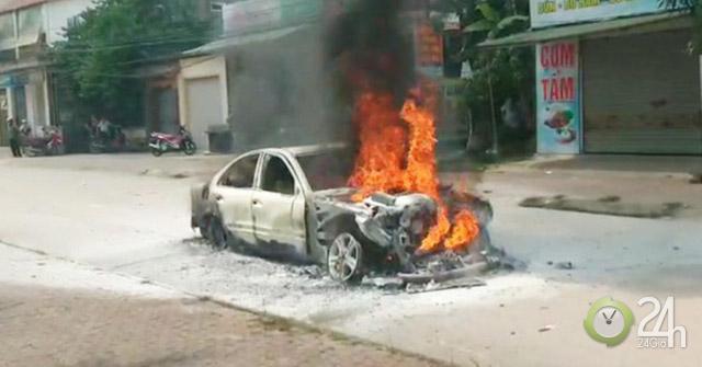"""Nhiều vụ cháy xe hơi xảy ra liên tiếp trong vòng một tuần với những lý do khá """"trời ơi đất hỡi"""""""