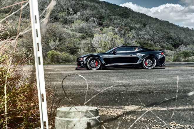 Ngắm nhìn Chevrolet Camaro SS với diện mạo hầm hố cùng sắc đen đầy cá tính - 3