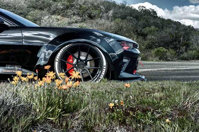 Ngắm nhìn Chevrolet Camaro SS với diện mạo hầm hố cùng sắc đen đầy cá tính - 6