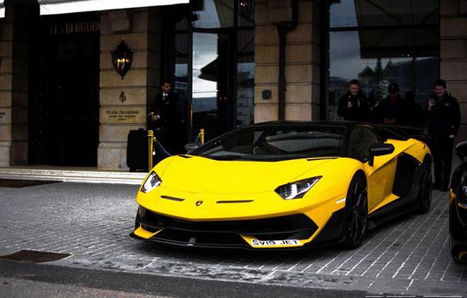 """""""Siêu bò"""" Lamborghini Aventador SVJ về tay vị đại gia thích """"màu vàng"""" - 1"""