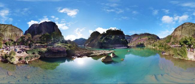 12. Khu thắng cảnh Vũ Di Sơn: Với hệ sinh thái đa dạng và các giá trị văn hóa, dãy núi ở tỉnh Phúc Kiến đã được UNESCO công nhận là di sản thế giới năm 1999.