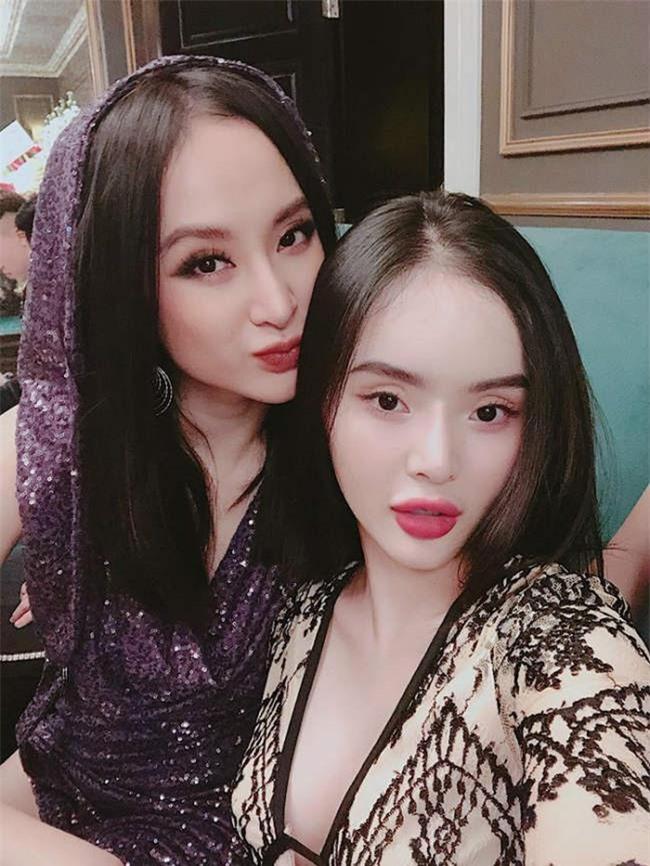 Lê Ngọc Phương Trang (sinh năm 1996) là em gái của người đẹp showbiz Angela Phương Trinh.