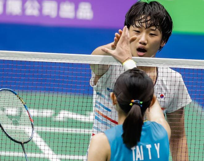 Chấn động cầu lông: Thần đồng 17 tuổi đánh bại tay vợt số 1 thế giới - 1