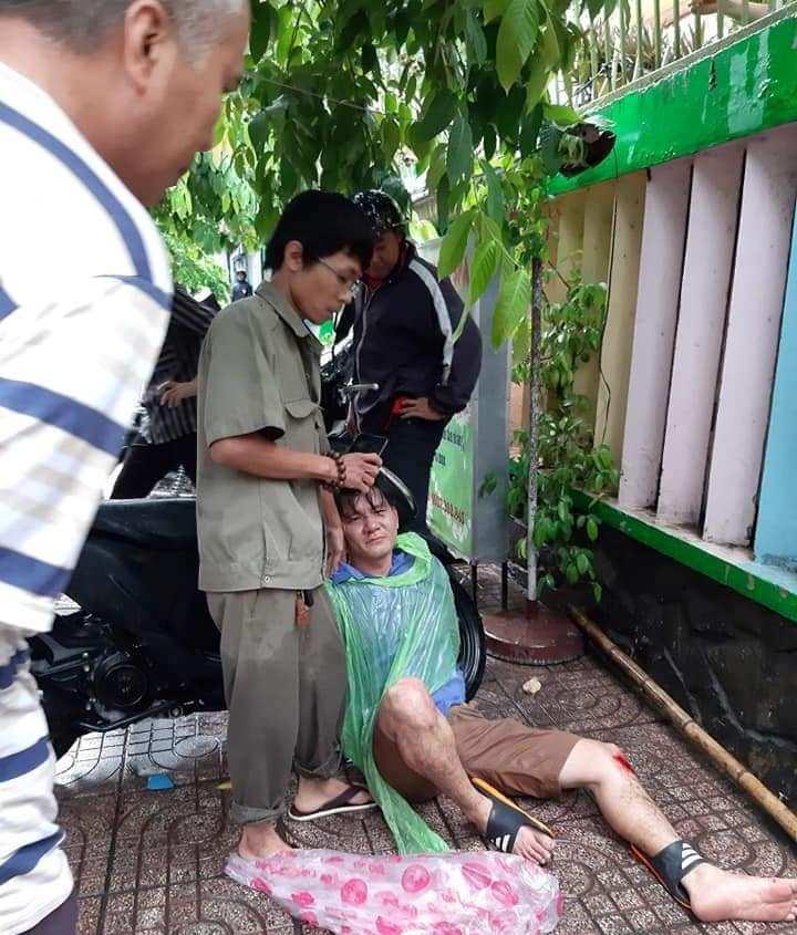 """Hai cha con """"hiệp sĩ"""" truy bắt tên trộm xe máy ở Sài Gòn - 1"""
