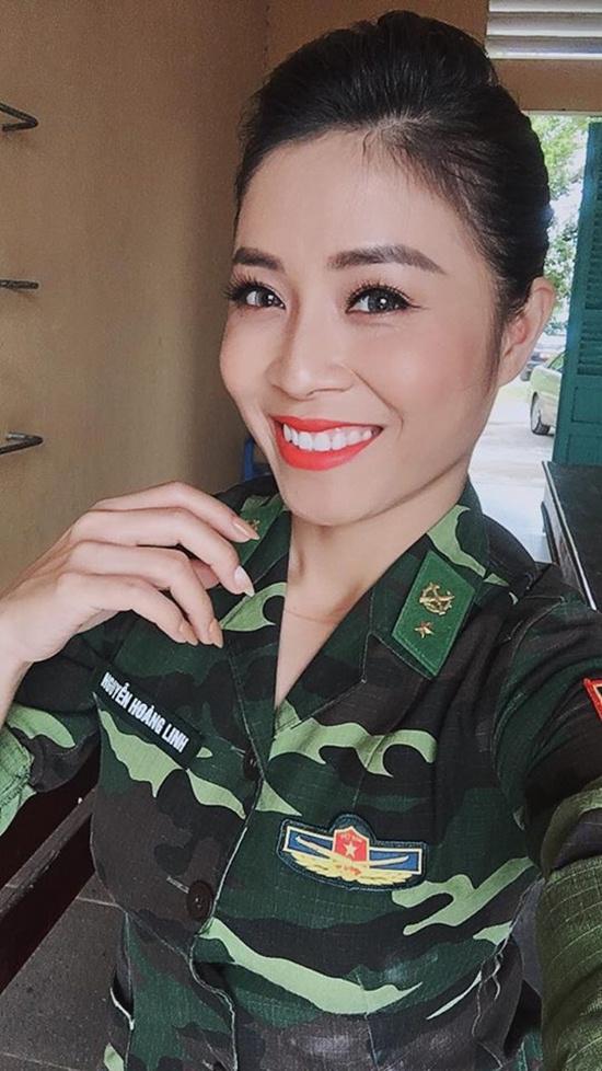 """Những hình ảnh đời thường hiếm thấy của MC Hoàng Linh """"Chúng tôi là chiến sỹ"""" - 1"""
