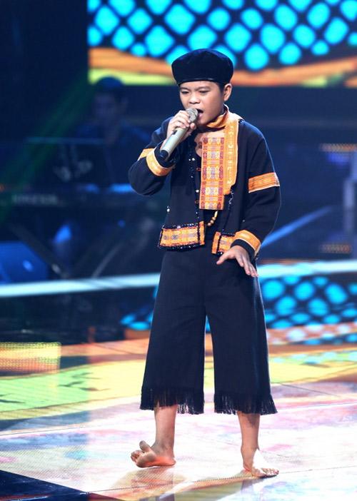 """Quang Anh """"The Voice Kids"""" thay đổi ngỡ ngàng sau phẫu thuật thẩm mỹ - 1"""