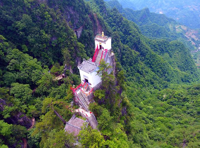 Ngôi đền trên mép vực kỳ dị bậc nhất xứ Trung - 1