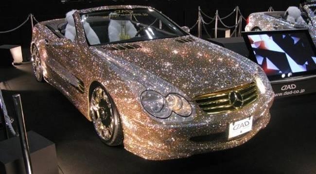 Năm 2009, tại triển lãm Tokyo Auto Salon,chiếc xe Mercedes-Benz SL 600 được đính 300.000 viên pha lê Swarovski.