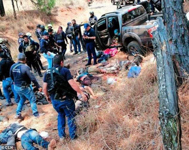 Băng đảng Mexico hỗn chiến hàng giờ, xác chết nằm la liệt - 1