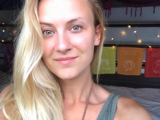 Pháp: Nữ du khách xinh đẹp khẩn cầu tìm giúp camera chứa đầy ảnh ngực trần