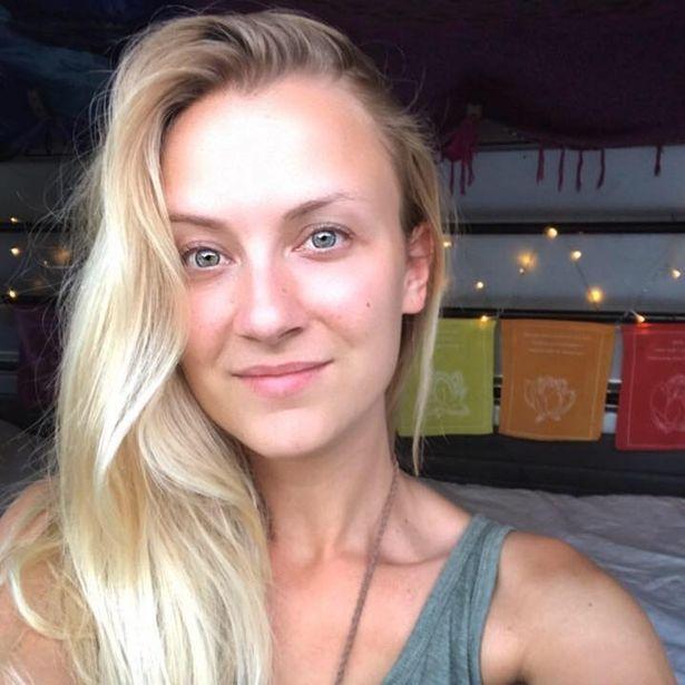 Pháp: Nữ du khách xinh đẹp khẩn cầu tìm giúp camera chứa đầy ảnh ngực trần - 1