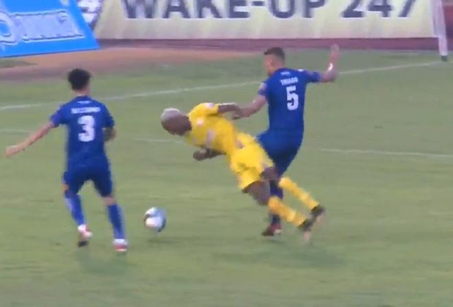 Khánh Hòa - Quảng Nam: Rượt đuổi hấp dẫn, mãn nhãn 5 bàn - 1