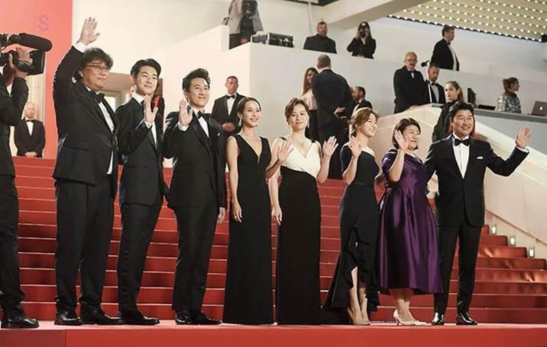 """""""Bom tấn"""" sắp chiếu ở VN của đạo diễn chuyên phim 18+ đoạt Cành Cọ Vàng - 1"""