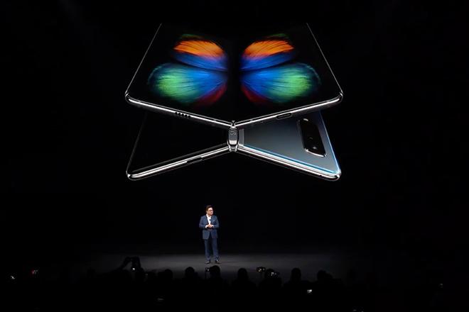 Smartphone gập lại tiếp theo của Samsung sẽ hoàn hảo hơn Galaxy Fold - 1